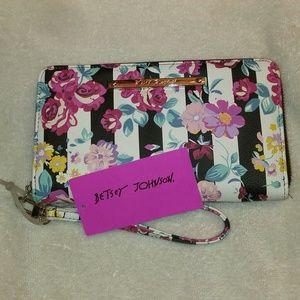 Betsey Johnson Bags - NWT Betsey Johnson Wallet /Wristlet